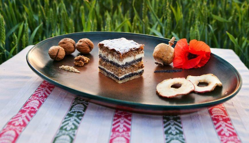 Prekmurska-gibanica-walnuts-poppy-seeds-apples