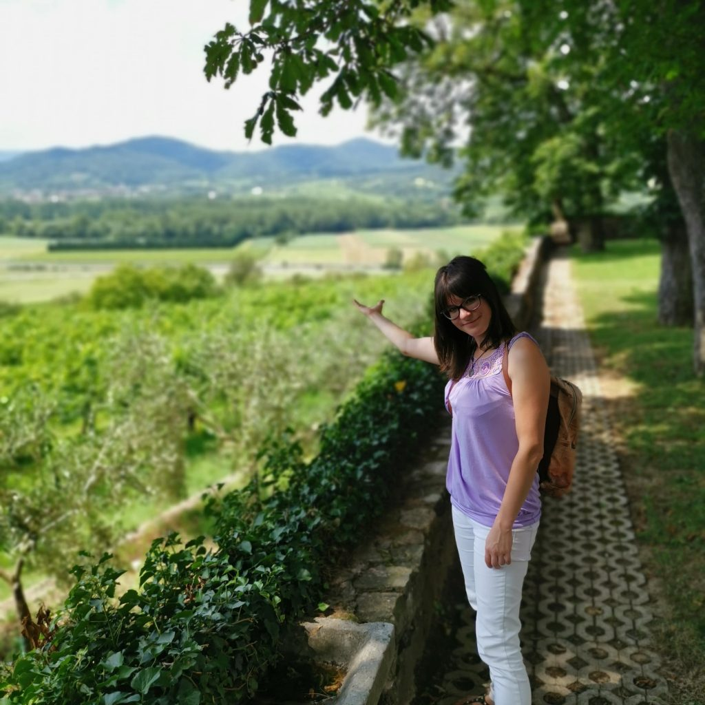 Tour-Guide-Lucy-showing-the-landscape-Vipava-Valley